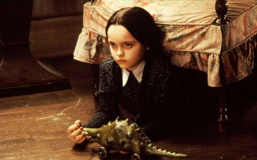 Muistatko vielä karmivan Addamsin perheen? Wednesday tekee paluun - Tim Burton ohjaa
