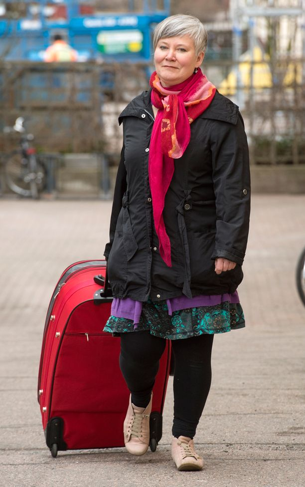 Kätilön laukusta löytyvät muun muassa sydänäänien kuuntelulaite, hanskat, vaaka, napanuoran katkaisusakset.