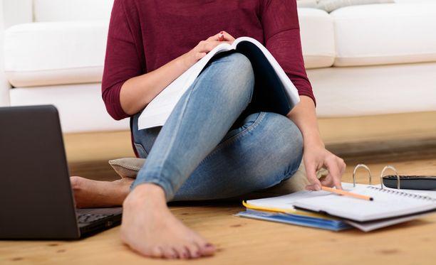 EU- ja Eta-alueen ulkopuolelta tulevilta ryhdytään perimään ensi vuoden alussa lukukausimaksuja yliopistoissa ja ammattikorkeakouluissa.