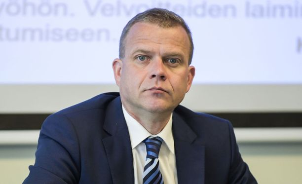 Petteri Orpo (kok) on kuvannut SDP:n aikeita tuhoisiksi.