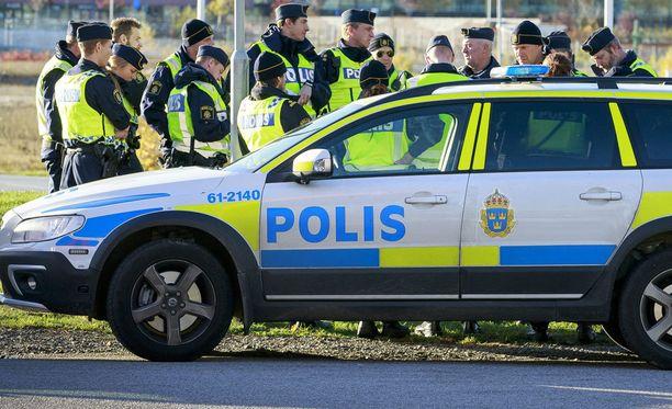 Poliiseja Ruotsissa. Kuvituskuva.