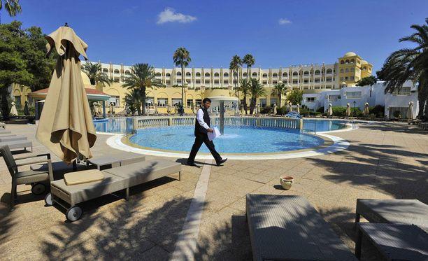 Tunisialaisen hotellin aurinkotuolit ammottivat tyhjyyttään terrori-iskun jälkeen vuonna 2015.