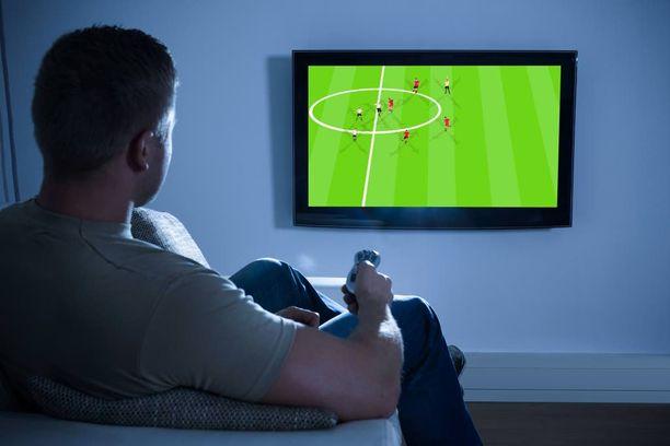 Television ääreen voi jymähtää huomaamatta pitkäksikin aikaa.