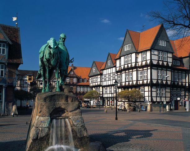 Kaupungin keskusaukiolla on August-herttuan patsas. Siihen on ikuistettu kuinka herra antoi pitkän ratsastusmatkan jälkeen hevosensa juoda ensin. Vasta sitten oli muiden velvollisuuksien vuoro.