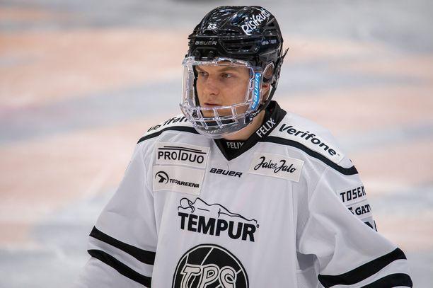 Joel Janatuinen iski SM-liigan kärkiottelun avausmaalin Lukon nuottaan.