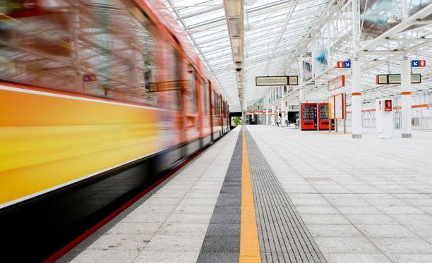 Mies oli yrittänyt lyödä siskoaan Vuosaaren metroasemalla Helsingissä.
