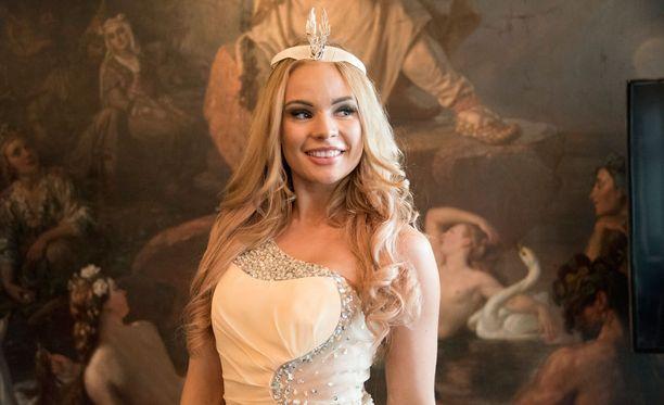 Miss Helsinki 2016 edusti sädehtivänä.