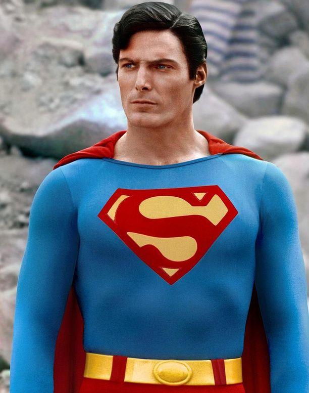 Christopher Reeve kuvasti oman aikansa miesihannetta. Hyväkuntoinen, mutta ei ylitreenattu V:n muotoinen vartalo.