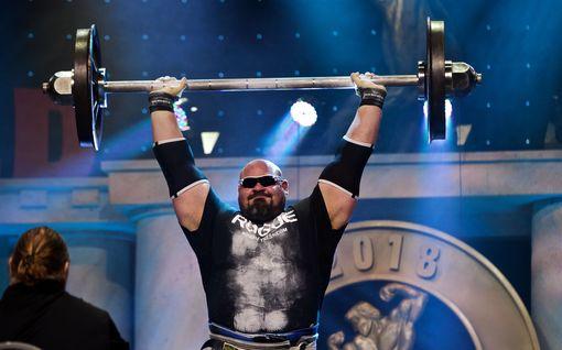 Melkoinen kokoero lihaksissa! Maailman vahvin mies ja 166-senttinen kehonrakennustähti kohtasivat