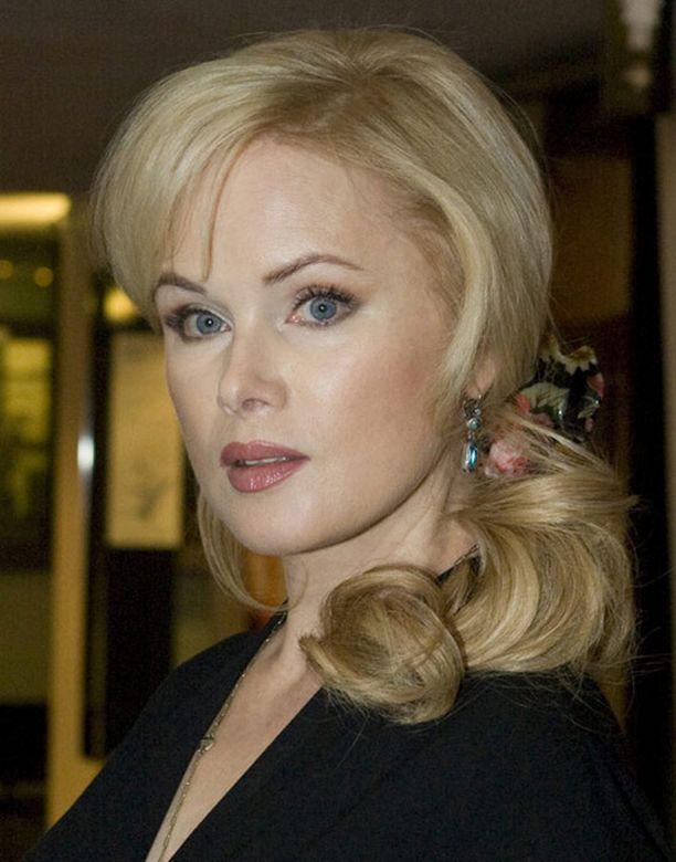 Helena Lindgren erosi miesystävästään.