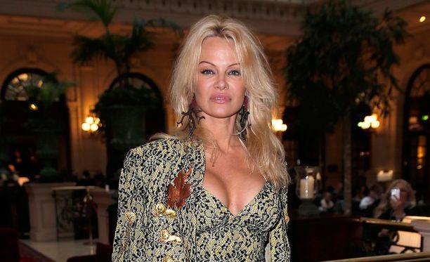 Pamela Anderson puhuu muun muassa vegaanisen ruokavalion puolesta.