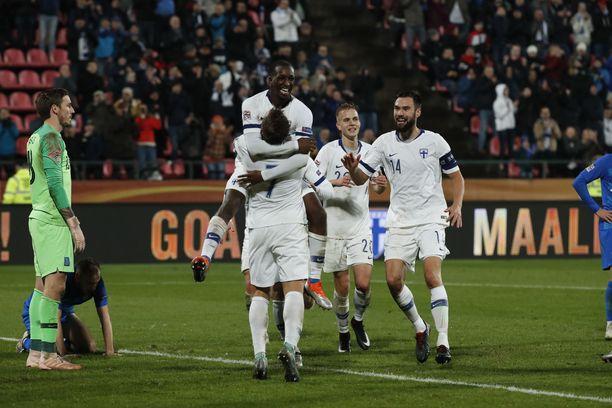 Glen Kamara juhli villisti Suomen 2-0-maalia.