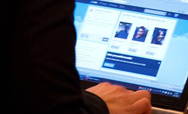 Sosiaalisessa mediassa mielipiteenilmaisua rajoittavat monet lait.