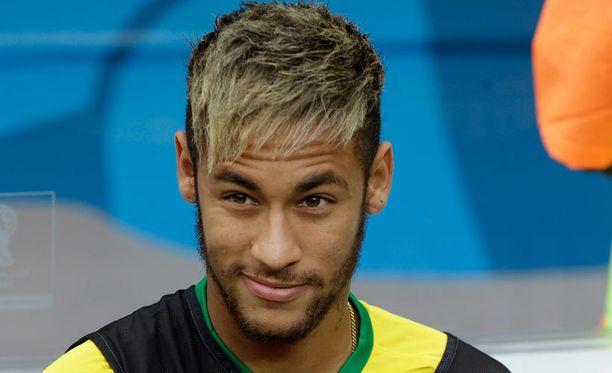 Ennen ottelua Neymar jaksoi hymyillä.