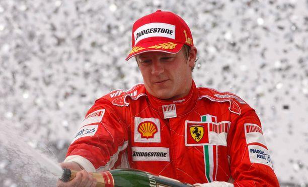 Kimi Räikkönen juhli maailmanmestaruutta vuonna 2007.