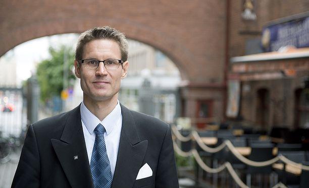 Perussuomalaisten perhevapaamallin esitteli kansanedustaja Sami Savio.