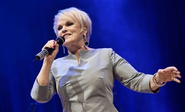 Suomen sinivalkoisin ääni, Katri Helena, ei esiinny turkulaisissa joulukirkoissa.