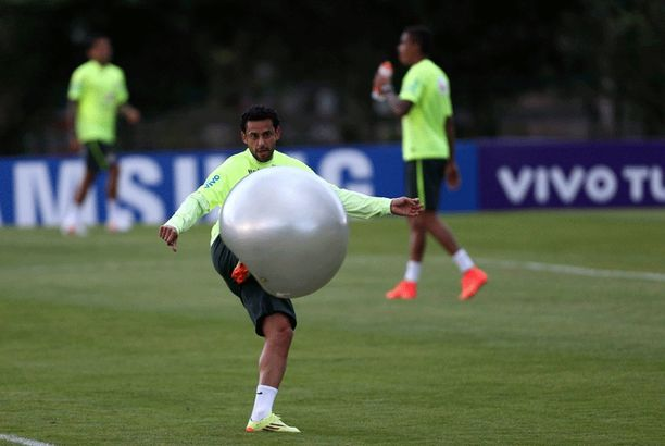 Fred antoi kyytiä jumppapallolle.