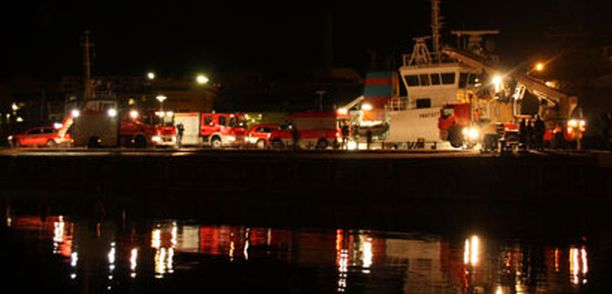 Hietaniemenrannan pelastusoperaatio yhden aikaan yöllä.