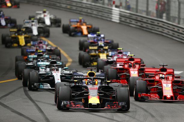 Kaikki autot siististi jonossa. Tämänkään vuoden Monacon GP:ssä ei ohituksilla tai tapahtumilla juhlittu.