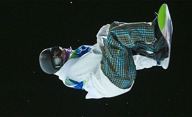 Peetu Piiroinen voitti Vancouverissa lumikourun olympiahopeaa.