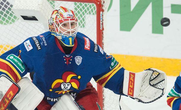 Henrik Karlsson palaa maalille.