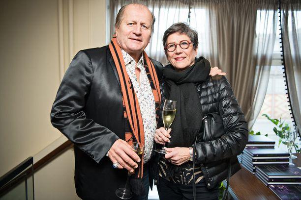 Kunnaksen kirjajulkkareissa viihtyivät myös Juhani ja Mari Tamminen.