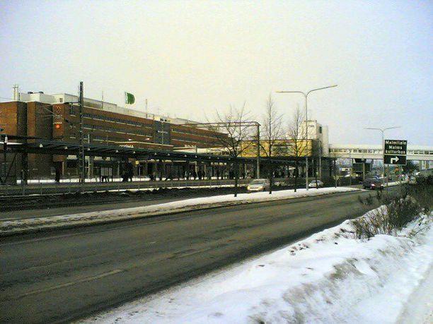 Poliisi jatkaa henkirikoksen tutkintaa Helsingin Malmilla. Kuva vuodelta 2006.