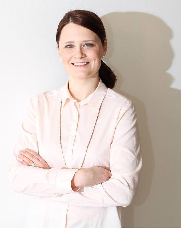 Suvi Heikkinen väittelee perjantaina johtajien työn ja perheen yhdistämisestä.