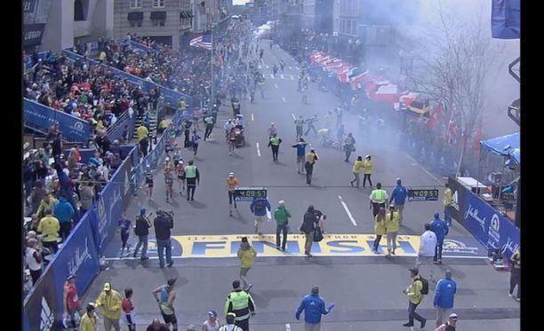 Kaaos Bostonin iskun aikana 15.4.2013. Wells seisoi lähellä räjähdyspaikkaa.