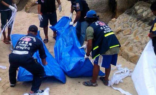 Thaimaalaisviranomaisia murhapaikalla.