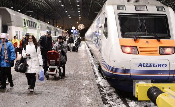 Venäläisturistit saapuivat Helsinkiin Pietarista. Arkistokuva.