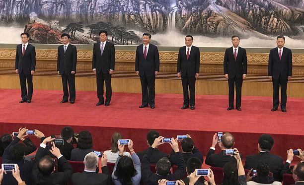 Tässä on supervallan uudet johtajat. Kaikki ovat yli 60-vuotiaita miehiä.