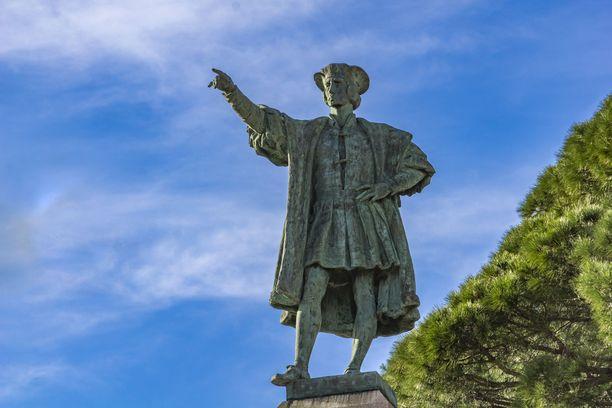Tutkimusmatkailija Kristoffer Kolumbuksen patsas Italiassa.