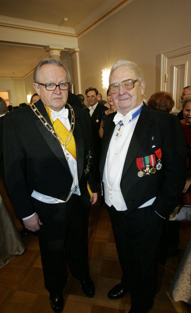 Presidentti Ahtisaari ja Lasse Pöysti Linnan juhlissa vuonna 2006.
