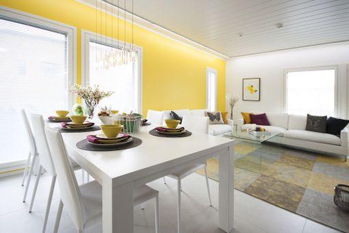 Keltaista keväisempää väriä saa hakea. Rohkea maalaa sillä vaikka kokonaisen seinän.