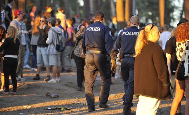 Poliisit partioivat tänään nuorten suosimilla juhlapaikoilla. Kuvituskuva.