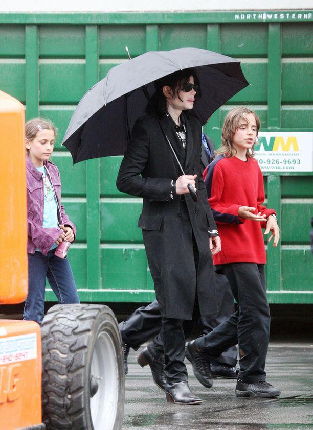 Michael Jackson ja lapset Paris sekä Prince vuonna 2009.