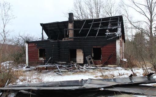 Uudenvuoden juhlinnan karmea seuraus - poliisi: Ilotulitteet tuhosivat talon