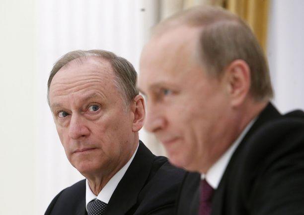 Venäjän turvallisuusneuvoston johtaja Nikolai Patrušev kuvattu Venäjän presidentti Vladimir Putinin vieressä Kremlissä vuonna 2015.