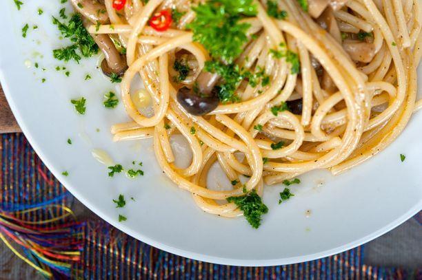 Sienipasta, pinaatti, ruisleipä: 586,51 kcal
