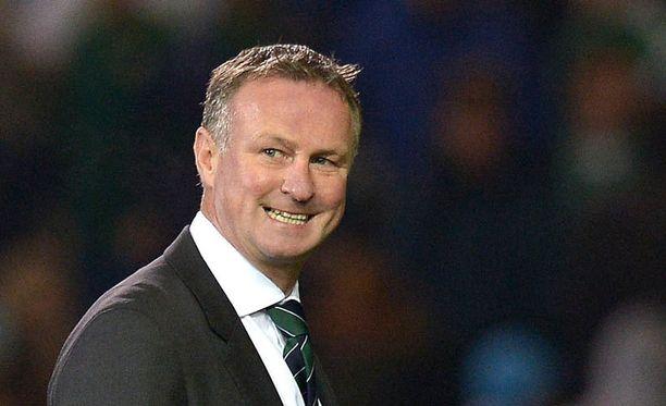 Päävalmentaja Michael O' Neill johtaa Pohjois-Irlantia voitosta voittoon.
