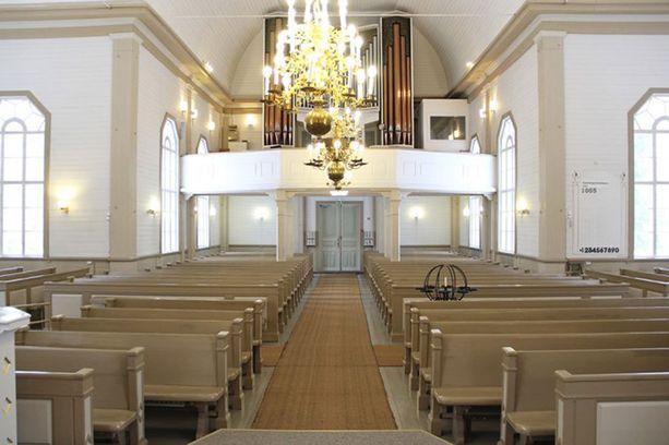 Vuoden 1990 sisämaalauksessa Ylivieskan kirkko sai vaalean yleisilmeen, johon maltillisesti väriä antoivat ruskean eri sävyt.