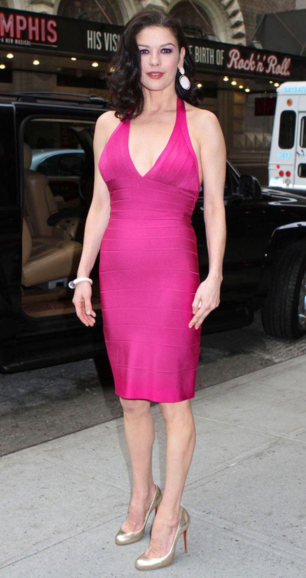 Catherine Zeta-Jones palkittiin työstään elokuvateollisuuden hyväksi.