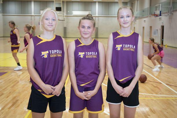 Viivi Huitti (vas) on harrastanut koripalloa kolme vuotta, Iida Vainio ja Emma Hämäläinen noin kahdeksan vuotta.