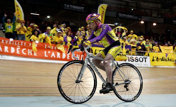 Marchand kertoo edelleen polkevansa kuntopyörää tunnin päivässä.