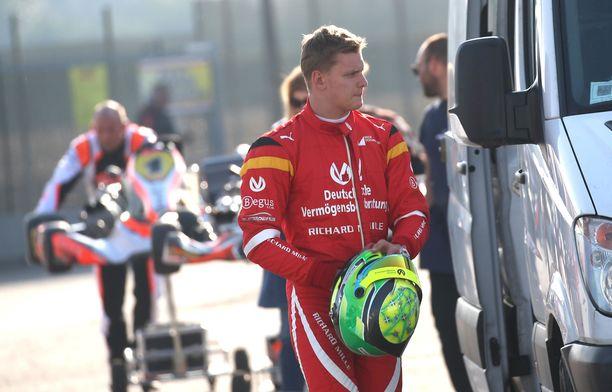 Mick Schumacher nähdään Bahrainissa ensi kertaa F1-auton ratissa, kertoo Autobild.