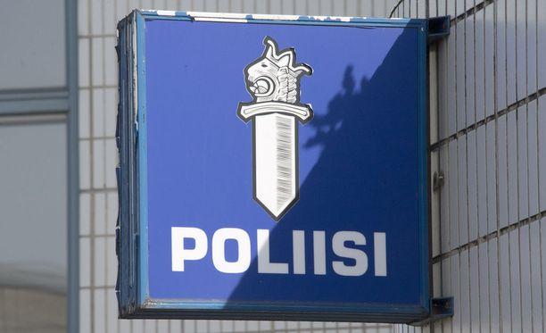 Joulukuun alussa voimaan tulleen lain mukaan poliisi voi määrätä liikenteeseen liittyvästä rikkomuksesta tai näpistyksestä enintään 20 päiväsakon sakkorangaistuksen.