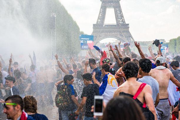 Tour de France on yleisölle paikoin kuin karnevaali.