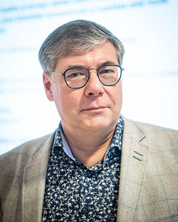 Ylilääkäri Asko Järvisen mukaan nyt on tullut se aika, jolloin viimeistenkin olisi otettava vakavasti se suositus, että turhia lähikontakteja on vältettävä.